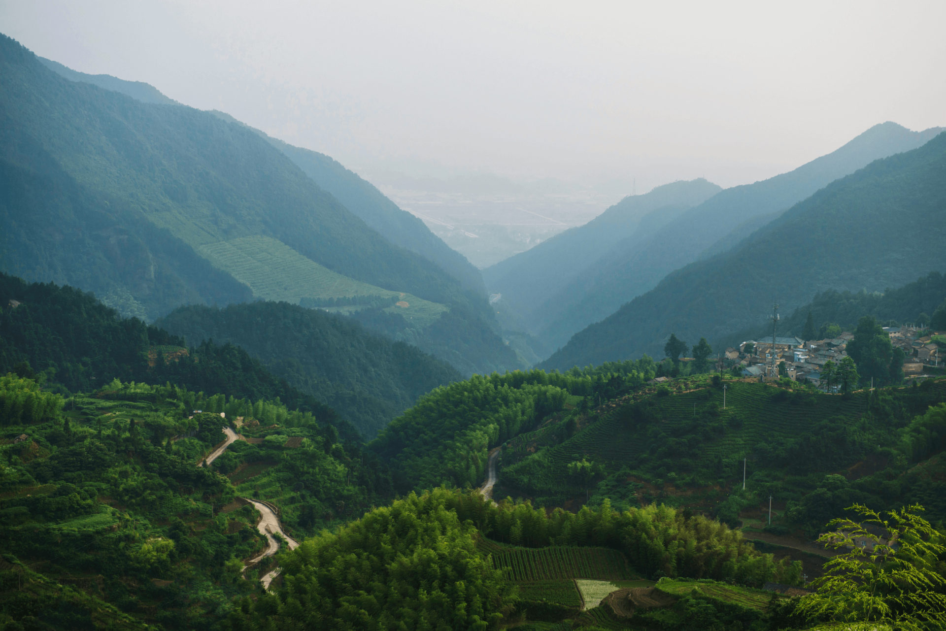 山の中の村